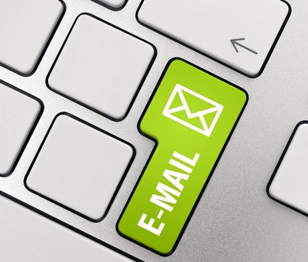 Como escrever um email: teclado com botão verde.